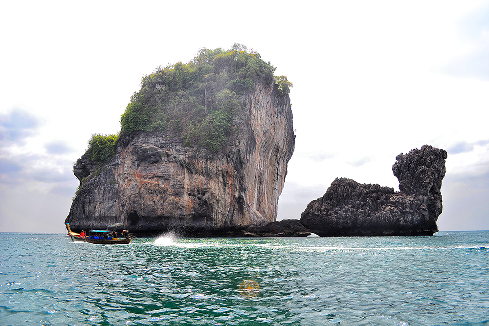 boat trip around the islands of Phi Phi
