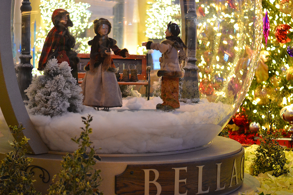 Новогоднее оформление в отеле Bellagio