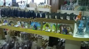 сувениры в магазине на стоянке