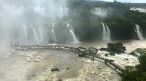 смотровая площадка на водопады Игуасу в Бразилии