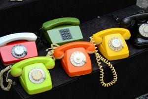 дисковые телефоны ярких цветов