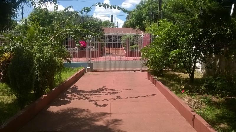 двор с фасадной части дома