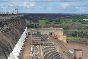 плотина Itaipu