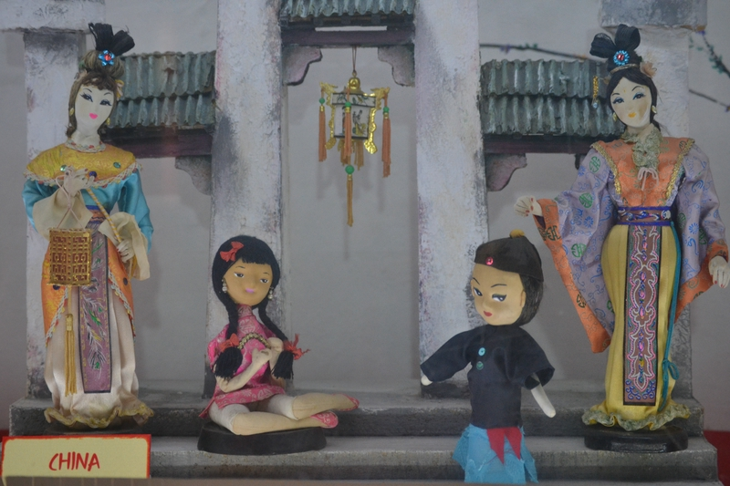 dolls in Chinese tradition in the Museum of Los ninos