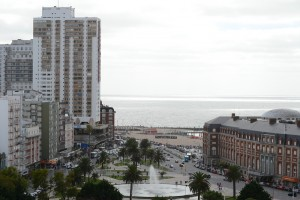 вид на море и площадь Colon из окна комнаты