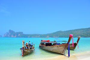 Лодки на островах Пхи Пхи в провинции Краби