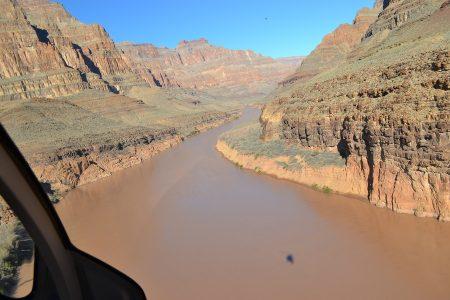 Вид на гранд каньон с вертолета