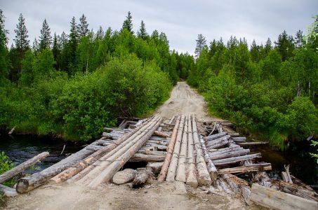Грунтовая дорога и мостик
