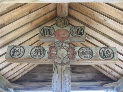 Поклонный крест на острове Кижи