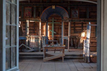 Комната с алтарем