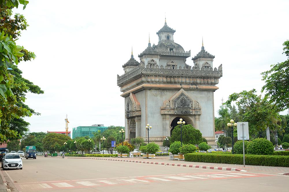 Patuxai monument визитная карточка Вьентьяна