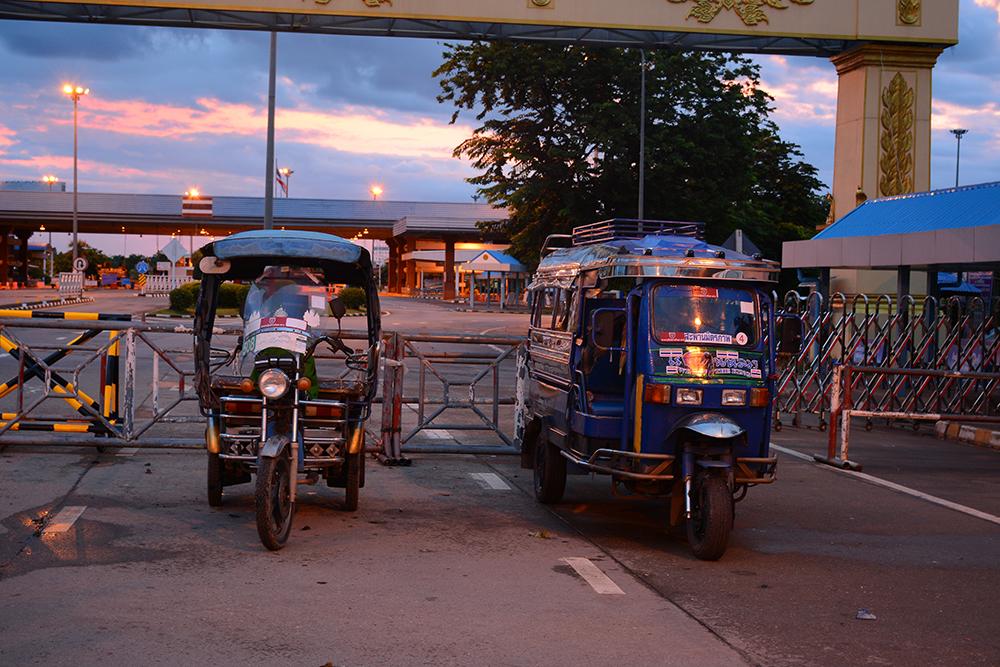 Тук-туки на границе Таиланда и Лаоса