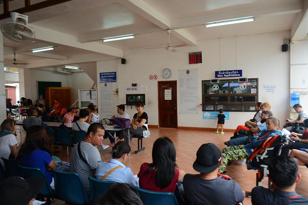 Зал ожидания в тайском посольстве