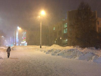 Проспект Ленина в Мурманске во время метели