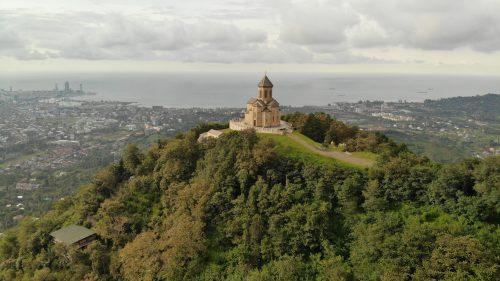 Вид на Батуми и церковь Самеба