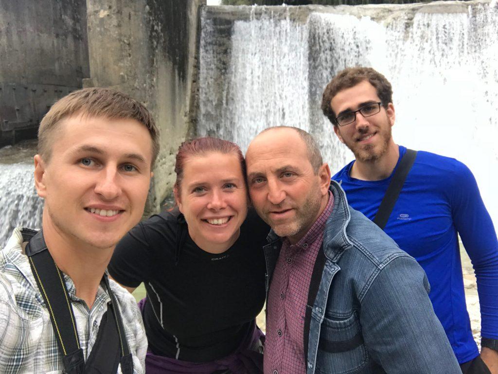 Вместе с Аной, нашим водителем и новыми знакомыми-попутчиками из Израиля